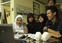 ConnectEd Indonesia student communicate virtually with an Alcatel-Lucent Board member